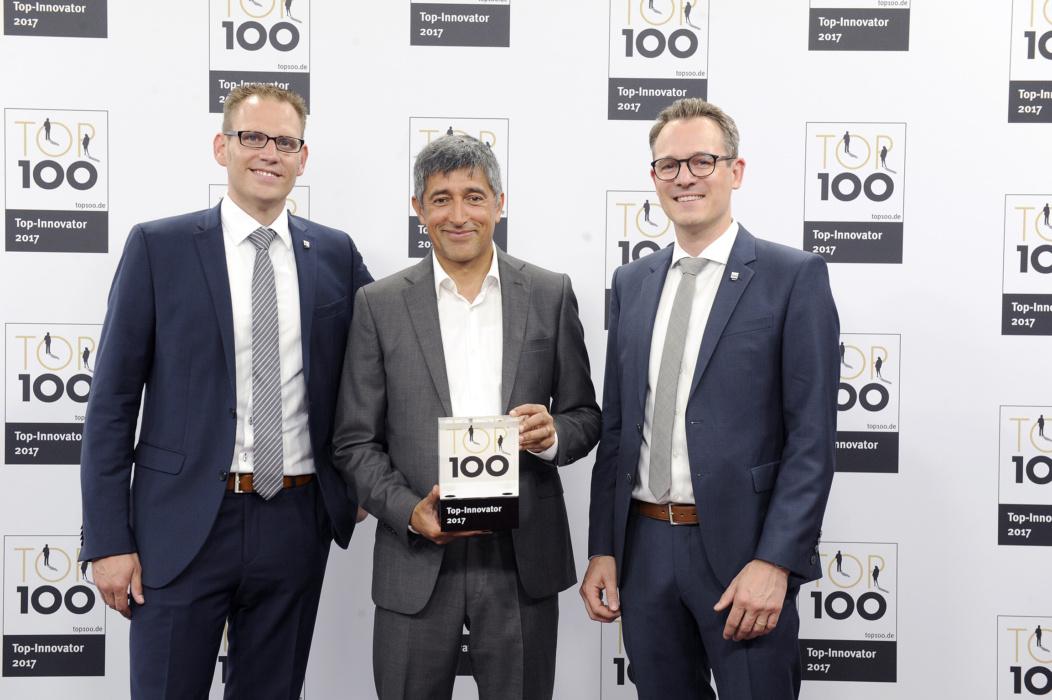 Timo Lenzen, Ranga Yogeshwar und Michael Heimrich (v. l. n. r.) bei der TOP 100 Preisverleihung